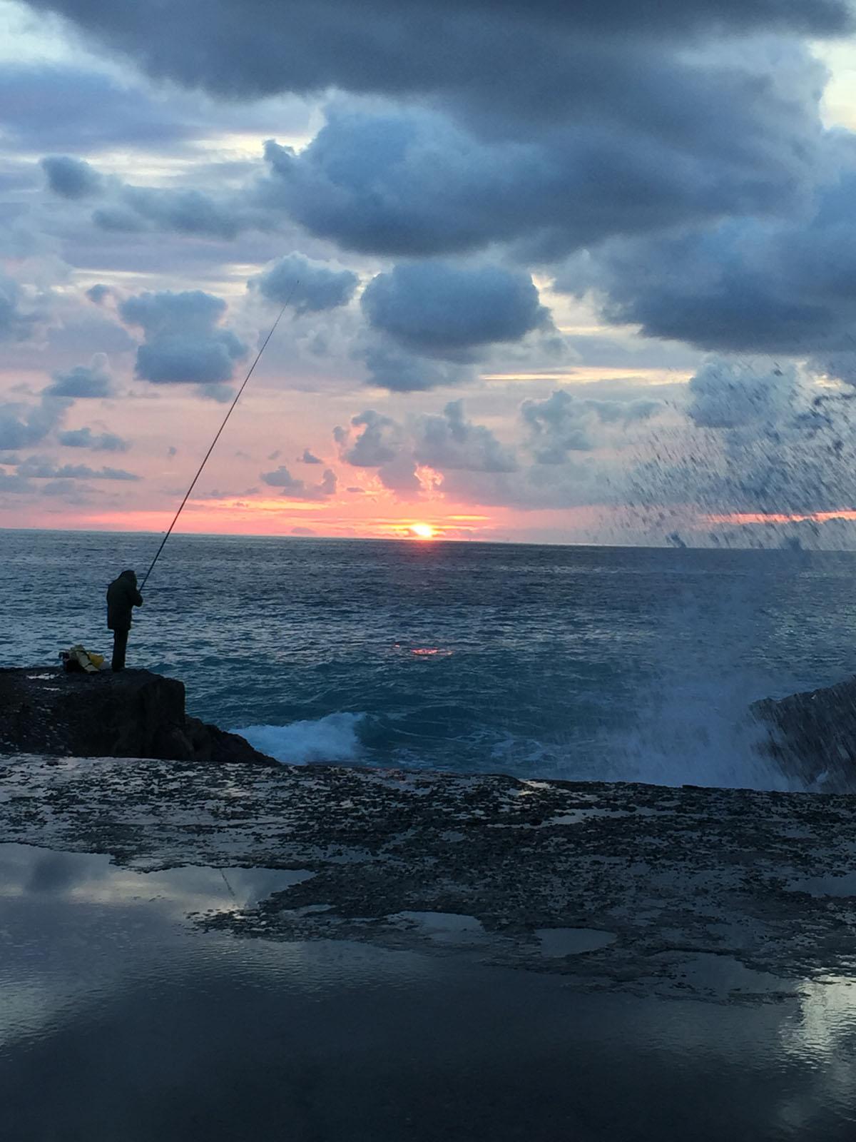 3 borghi da vedere nella riviera di levante liguria camogli pescatore tramonto