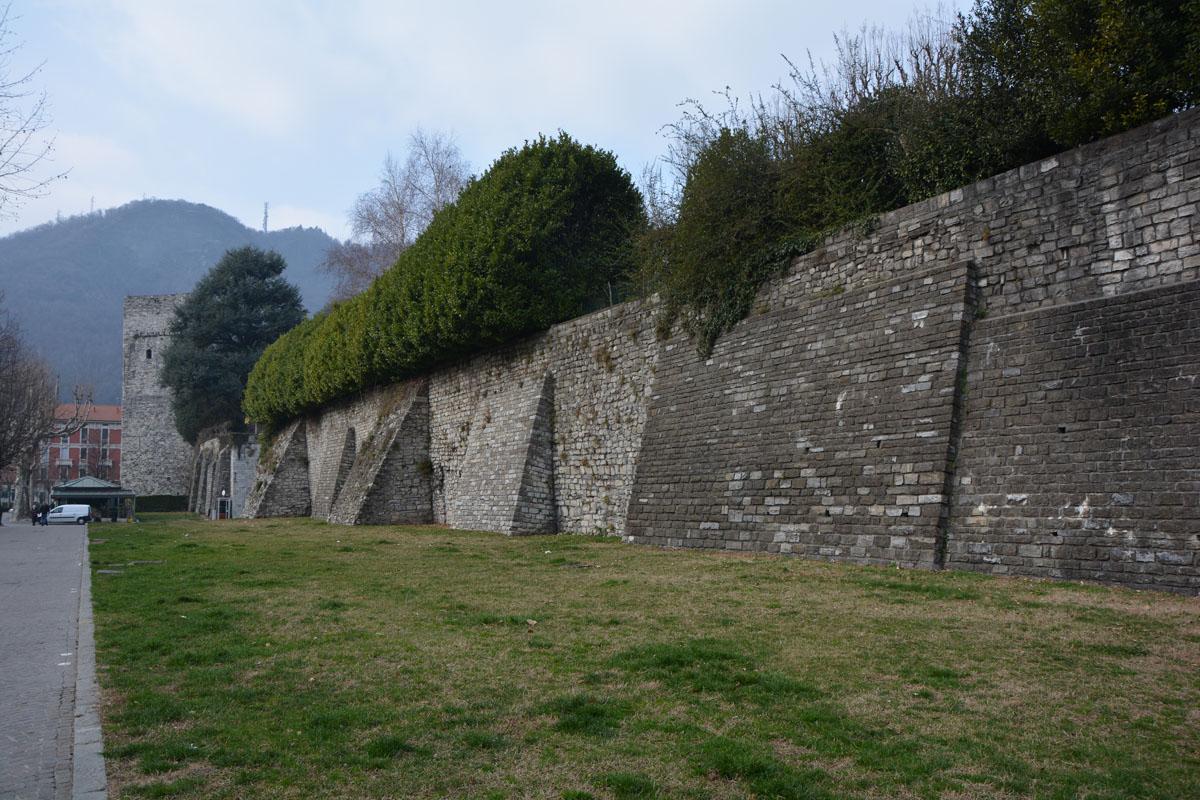 5 cose da fare a como mura medievali