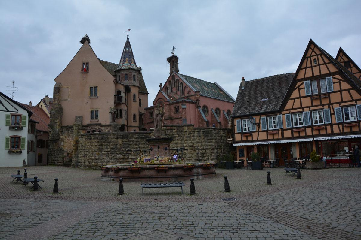 visitare alsazia borghi eguisheim piazza castello