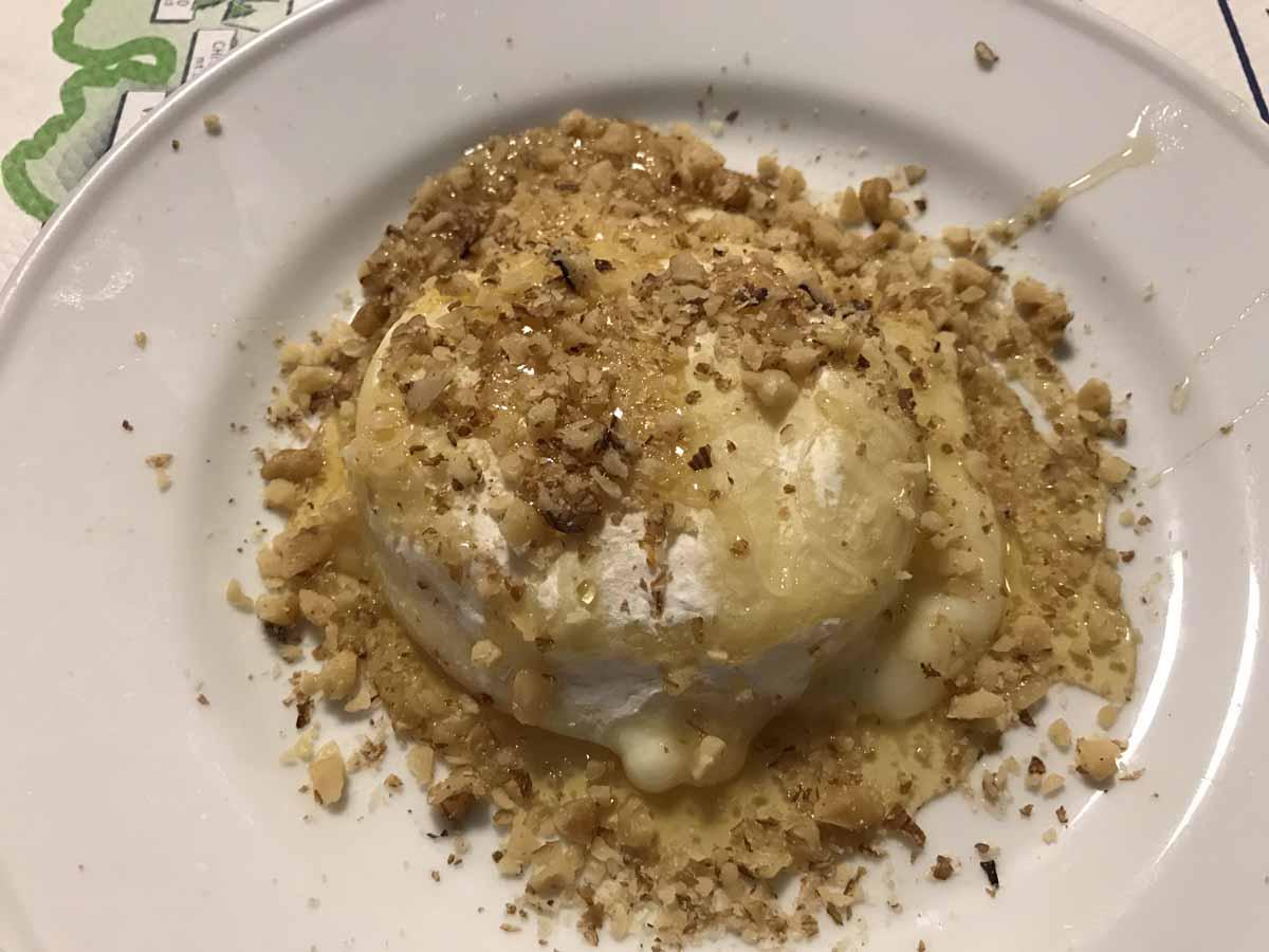 10 cose da fare in Val d'Ayas tomino miele noci
